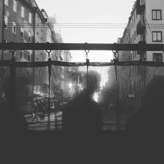 #swedishmelancholy #stockholm #södermalm #hornstull #street #streetphotography #bnw #bnw_sweden #simply_noir_blanc #dsb_noir #mpcsverige #citysoul #citysecret