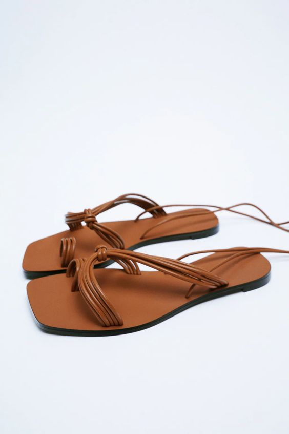 FLAT SANDALS WITH TUBULAR STRAPS