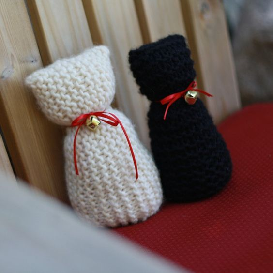 Knitty Kitty Learn-to-Knit Kit. The purr-fect kit for first time knitters age 6 and up. $24.95