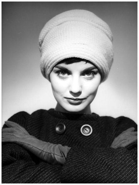 Model Hat scarf Photo Walter Blum 1950's d2