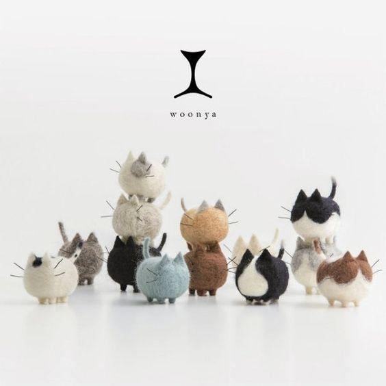 Los Woonya son unos gatos realizados a mano con la técnica del fieltro de aguja, ideales para decorar una estancia de la casa con el popular estilo japones zakka. Están disponibles en 13 modelos diferentes.