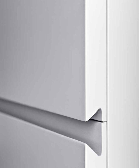 White Lacquered - details  Enkelt frässpår men både dekorativt och funktionellt.