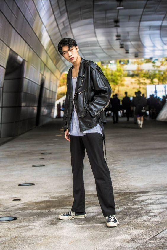 ③黒パンツ×ライダース×グレーTシャツ