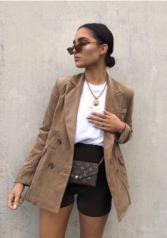 radlerhose-schwarz-kurz-outfit-blazer