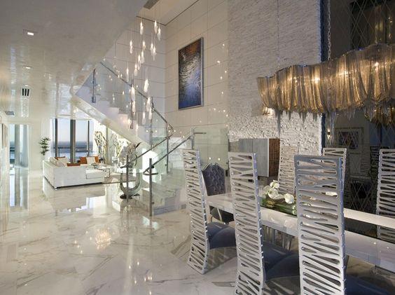 decoracao-luxuosa-sala-de-estar-pe-direito-duplo