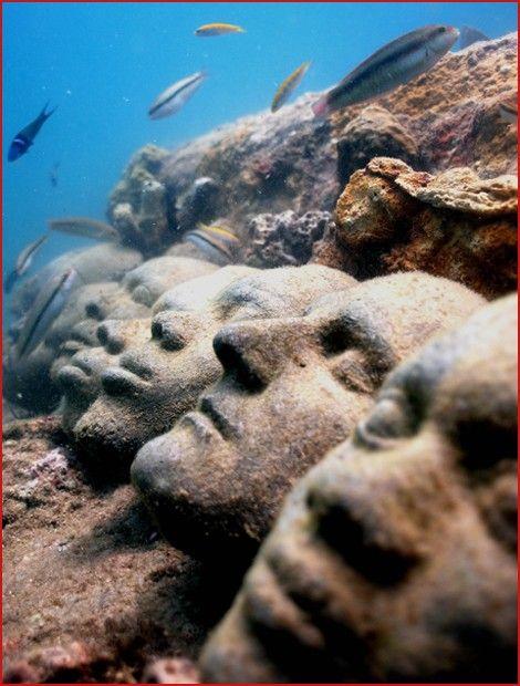 Underwater sculptures are the work of British sculptor, Jason Taylor. Moliniere bay in Grenada, West Indies