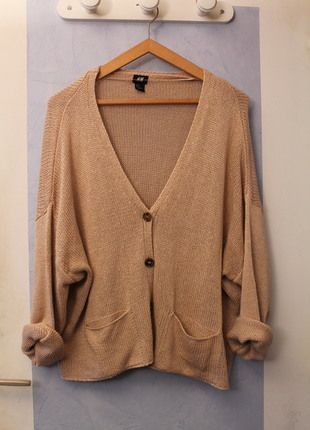 A vendre sur #vintedfrance ! http://www.vinted.fr/mode-femmes/cardigans/12107182-gilet-maille-hm-beige