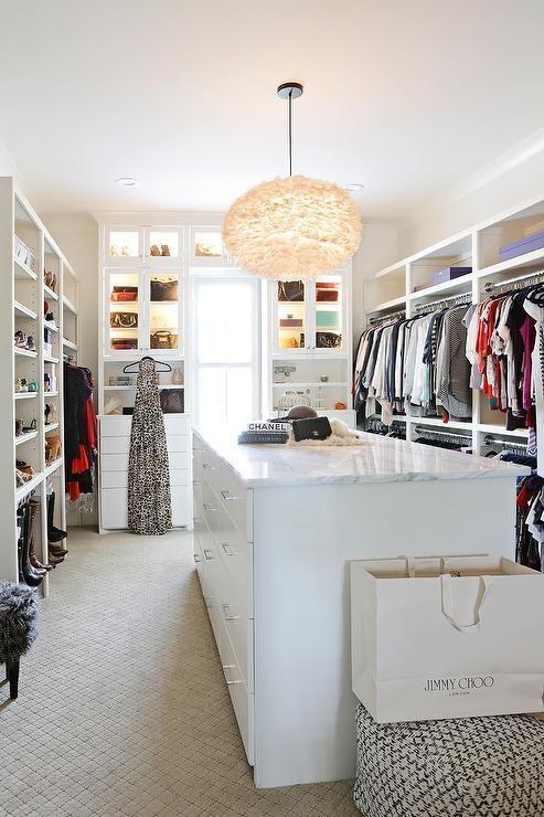 Beautifully Designed Walk In Closet Is Every Fashionista S Dream As It S Equippe Closet Designs Master Bedroom Closets Organization Bedroom Organization Closet