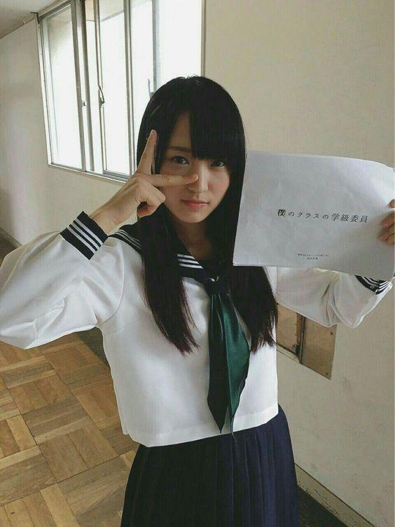 セーラー服の菅井友香