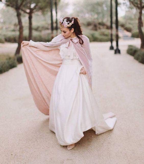 robe mariée simple avec cape détachable en velours