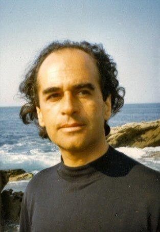 Gianni  Esposito     (1930 1974). Il est né en Belgique, son père est italien et sa mère française Il vivra en Italie de 9 ans à 19 ans. De retour à Paris ,il suit les cours de comédie de Tania Balachova et Michel Vitold. C'est un auteur compositeur poète et acteur de très...