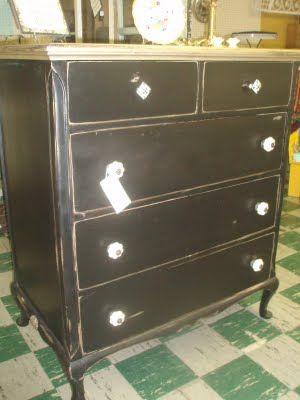 The Gilded JunqueYard: COOL Black Dresser