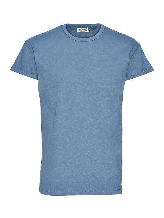 ORIGINALS by JACK & JONES - Einfarbiges T-Shirt von ORIGINALS - Lange Passform - Rundhalsausschnitt - Tiefe Ärmel mit Aufschlägen - Kleine Schlitze an den Seiten 100% Baumwolle...