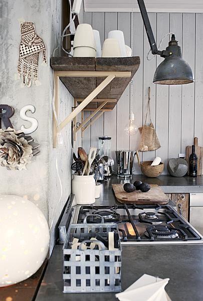 Stoere keuken met industriële elementen en natuurlijke materialen ...