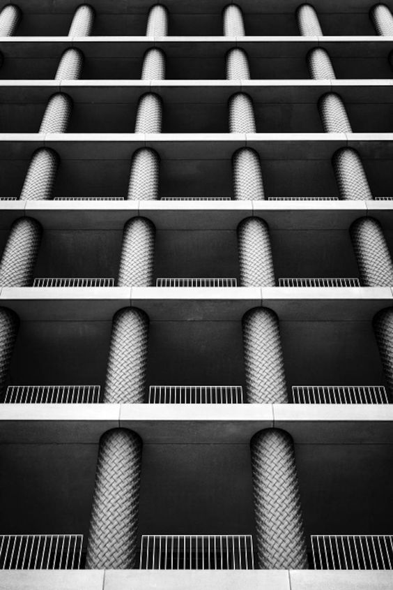 Superb Symmetrical Architecture Shot by EMCN – Fubiz Media