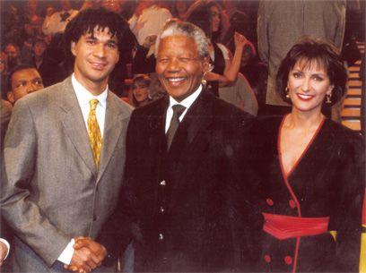 Ruud Gullit samen met Mandela
