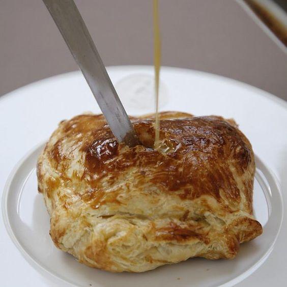 """Carlton #Schnitzel an Sauce Robert eine teuflische Leckerei aus """"Das Dandy-Kochbuch"""" #dandyism"""