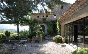 pea-gravel-patio-nicole-de-vesian-france-gardenista