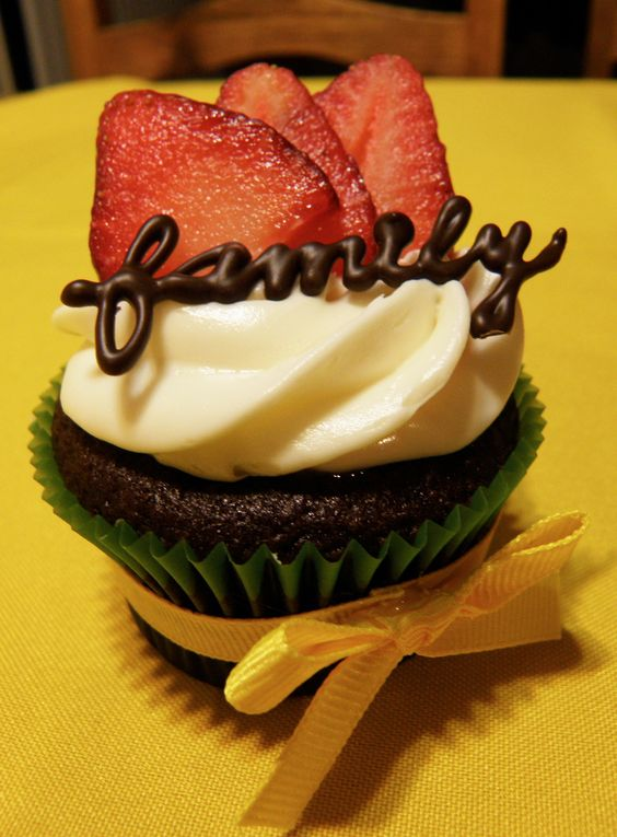 family reunion cupcakes...chocolate with strawberries...