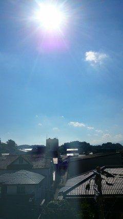 午前九時の空 太陽の下のピンクぽいのは何だろう今日も暑くなりそうだ(;д) 昨日に続き猛暑日との予報です(x_x) 暑さに負けずファイトp(-)q  #熊本県 #山都町 #矢部広域病院 tags[熊本県]