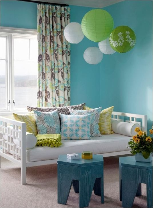 daybed + fabrics + tables