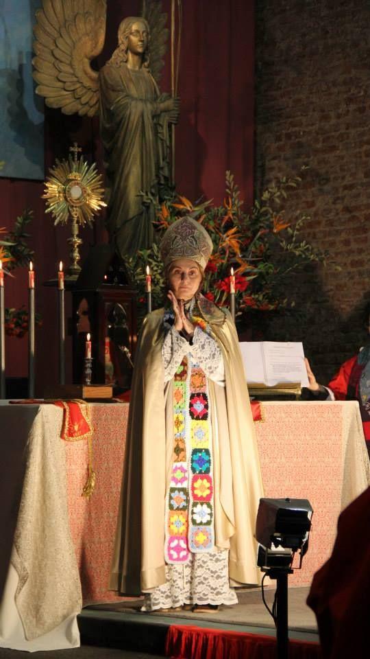 Madre Eva Martinez en la Alegria de Jesus o.m. Liturgia de Pentecostes Santuario del Cielo Buenos Aires, Argentina