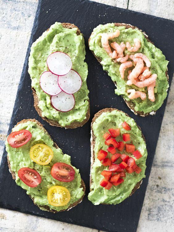 Avocadospread, met diverse toppings. Mijn favoriet is die met Hollandse garnalen.