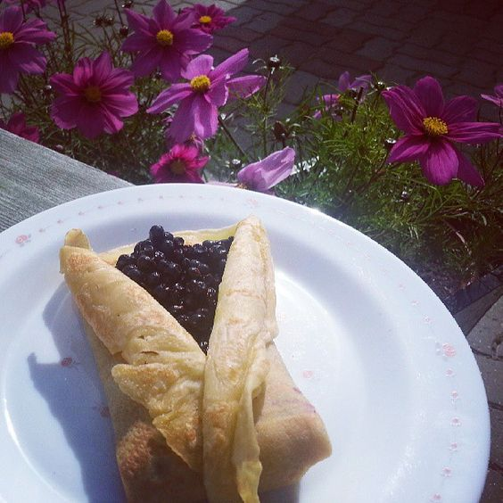 Crépes/ pancakes filled with fresh blueberry! I miss summer! @kirsti_marie84