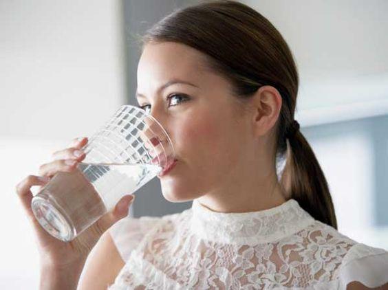 Beber agua en ayunas... ¡tu primera acción del día! Te contamos por qué en http://blog.viva-aquaservice.com/2012/11/10/beber-agua-en-ayunas-tu-primera-accion-del-dia/