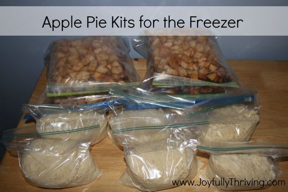 Here's a delicious recipe for apple pies that can be frozen! Make a bunch of apple pie kits and store them in the freezer so you can bake a fresh apple pie within minutes.
