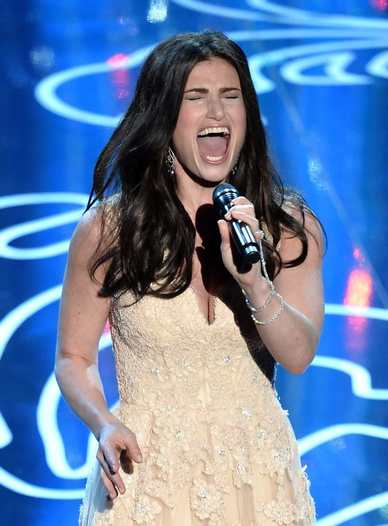 Idina Menzel/イディナ・メンゼル「Let It Go」をライブで披露! 祝・主題歌賞 #Oscars #RedCarpet!