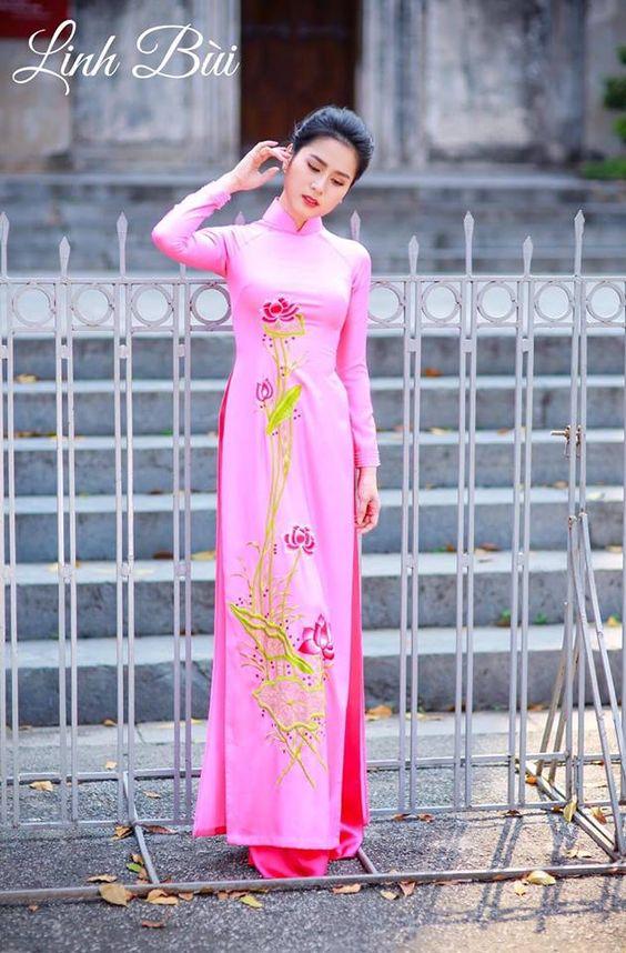 Chọn áo dài đẹp nhất trong ngày trọng đại của con gái 0e27970e3ef41daa829b59efe14c0fd0
