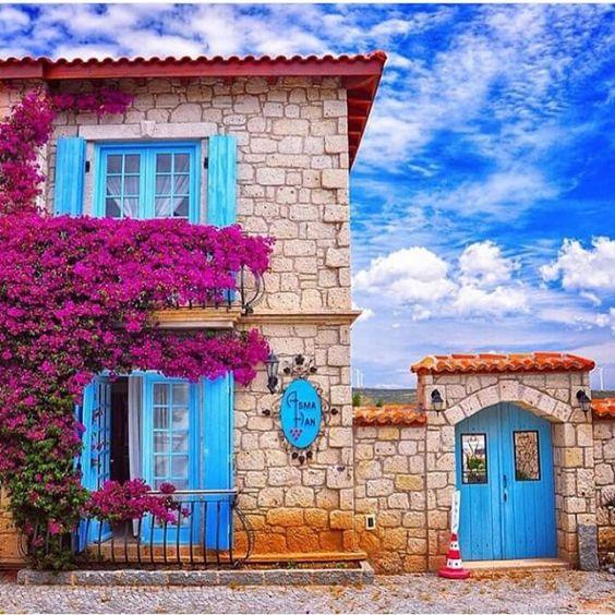 Goodmorning!to all the late risers  lovely hotel #Asmahan #Asmahanhotel #alacati #turkey #turkiye #izmir #asmahanalacati by ruelulu
