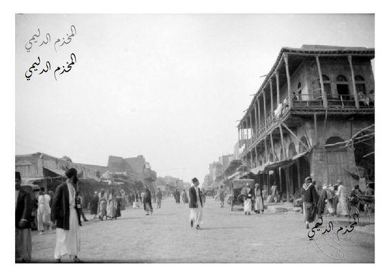 صورة توثيقية تعود الى سنة 1959 منزل الزعيم عبدالكريم قاسم تقف أمامه سيارة الزعيم الرسمية وسيارة حمايتة ويقع البي Baghdad Baghdad Iraq Historical Pictures