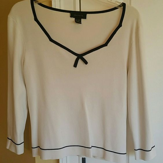 White with black trim top White long sleeved top with black trim. Another one I wore to work and loved. Vey comfortable. Tops Blouses