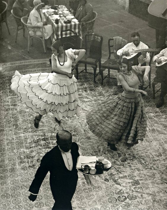 Martin Munkacsi - Dancers in Seville [1930] (Look at those elbows! It's like they're on the same shelf!)