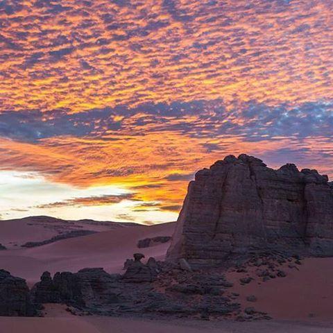 غروب الشمس من اجمل صحاري العالم صحراء الجزائر Algerian Desert الجزائر تونس المغرب الامارات السعودية قطر الخليج العربي Natural Landmarks Algeria Tourism