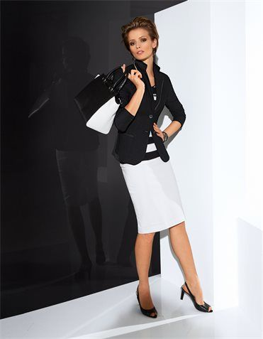 Blazer in the color black - in the MADELEINE online collection