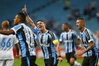 Com dois de Giuliano, Grêmio bate Avaí