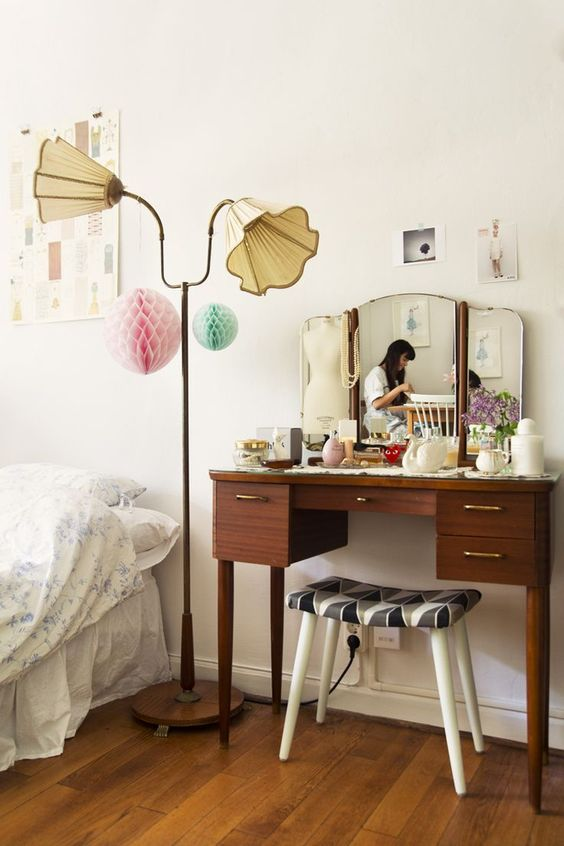 30 Cool Mid-Century Dressing Tables And Vanities : 30 Cool Mid Century Dressing Tables And Vanities With White Bedroom Wall And Bed Pillow B...