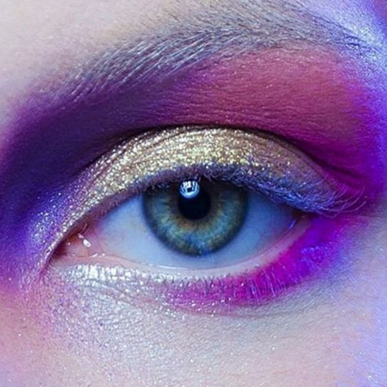 Born in a small town in Northern Quebec , Marika left everything behind at the age of 20 to pursue her dream of becoming a renowned makeup artist. More: http://blog.furlesscosmetics.com/marika-dauteuil/