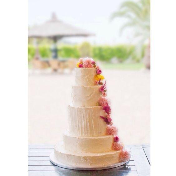 Avance de la tarta de hoy , un lugar realmente precioso , con unos novios muy muy especiales , con una familia amable y cariñosa , seguro que hoy les espera un día muy muy emotivo y feliz . Un abrazo enorme Sasha disfrútalo como te mereces  #pastel #platitosdeazucar #pastelesbarcelona #cake #cakedesigner #tarta #tartas #tartaboda #tartasbarce #madewithstudio
