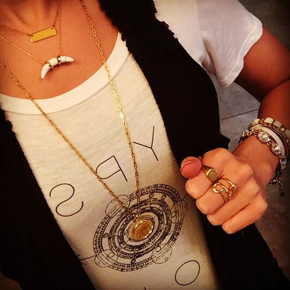 Engraved Delicate Layers!! It's been awhile since I've Rocked our gorgeous Engravable Locket. #GraphicTees #FlyAwag #SimpleDelicates #Swoon #GoldJewels #StellaDotStylist #StellaDotStyle #StellaStylist #SdJoy #SdStyle #Locket #ArcPendant #Engravable #Accessories #Jewelry #OOTD #JOTD #Layers #Stylist #Empowerment #TiffanyLeighStyle #Inspiring #GirlBoss #SheDesignedALifeSheLoved #GoalDigger #Gorgeous #Grateful