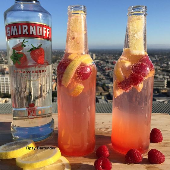 Raspberry Lemonade Spritzer Cocktail - For more delicious recipes and drinks, visit us here: www.tipsybartender.com