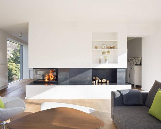 Der 3-seitige Kamin ist als Raumteiler zwischen Bestandsgebaede - moderne luxus kamine