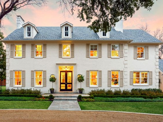 Inside tiffany jones 39 amazing home transformation the for Colonial home colors
