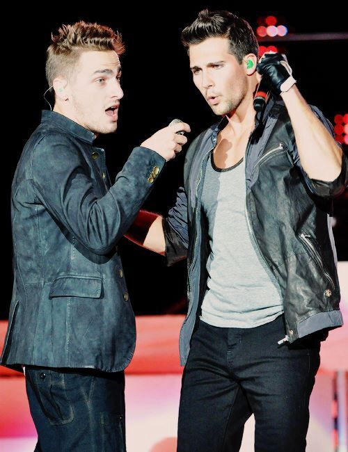 ASALTAN A JAMES MASLOW