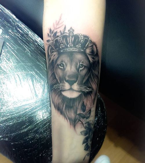 Lion With Crown Tattoo Crowned Lion Tattoo Ideas July 2020 Crown Tattoo Lion Tattoo Forearm Flower Tattoo