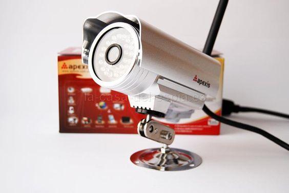 """Cámara IP de montaje externo   :  http://la-casa-del-espia.es/camaras-ip/662.html  La cámara emite señal de video con resolución de 640х480 o 320х240 píxeles. Tiene un sensor CMOS de 1/4"""". Es compatible con redes inalámbricas 802.11b/g. Se pueden configurar varios usuarios con diferentes niveles de acceso."""
