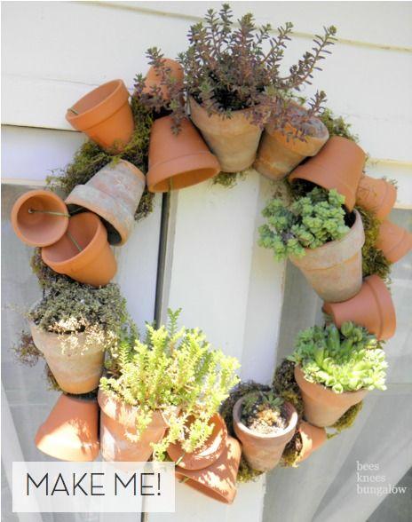 Ma maison au naturel: Une couronne de pots de fleurs.
